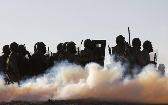 Bombas de gás ou de efeito moral: usadas para dispersar multidões; pode, no entanto, matar se explodir quando próxima ao alvo. Foto: Reuters
