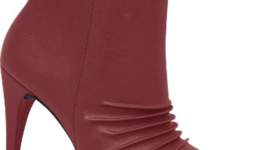 Para mães fashionistas, a bota vermelha Picadilly é uma boa pedida