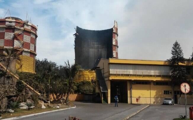 O tanque que explodiu, segundo a Usiminas, continha uma mistura de gases utilizada na produção de aço; a substância não é tóxica