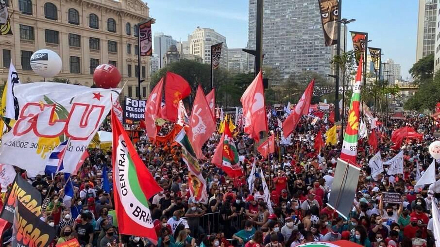 Manifestação contra o governo Bolsonaro no Vale do Anhangabaú nessa terça-feira (7)