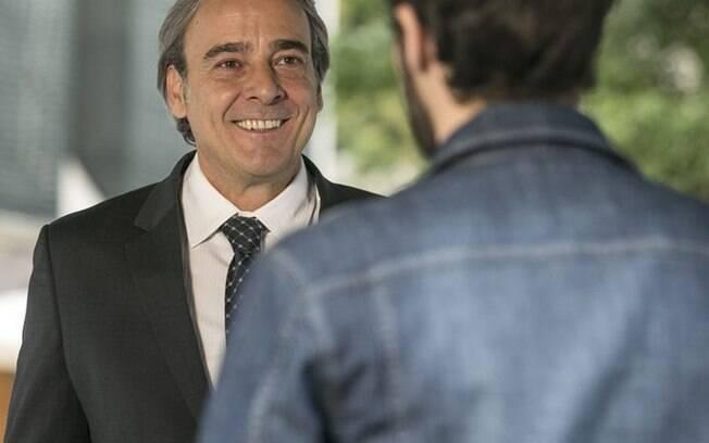 Aparício convida Giovanni para trabalhar no Grand Bazzar, mas rapaz não tem uma reação muito boa