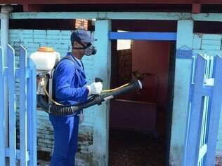 Agentes de saúde faz borrifação em bairro de Cruzeiro do Sul