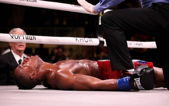 Patrick Day teve que deixar o ringue na maca após ser nocauteado