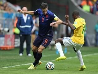 Van Persie incomodou time de Felipão do começo ao fim do jogo