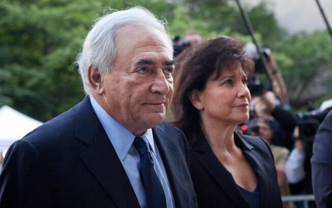 Em pesquisa, 54% dos franceses apoiaram postura de Anne, sempre em defesa do marido