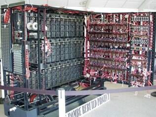 """O matemático desenvolveu um sistema chamado """"bombe"""", para traduzir os textos secretos dos alemães, gerados por máquinas de criptografia chamadas de """"Enigma"""""""