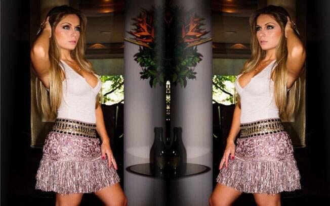 Renata Dávila em editorial para a revista Stay in Touch em junho de 2011