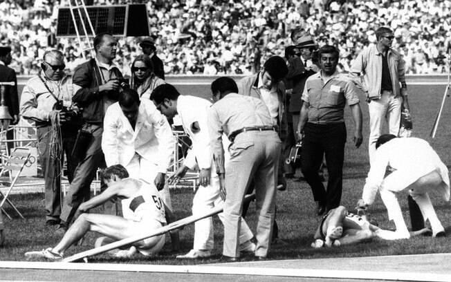 Dois atletas caem em pista, abalados pela altitude da capital mexicana