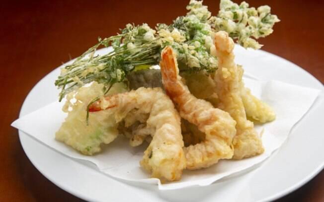 A técnica do tempurá dá leveza e crocância ao prato