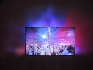 Nova TV projeta as imagens na parede