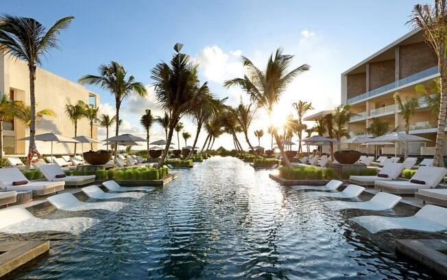 As piscinas e a praia do Coral Hotel tem reserva e respeitam o distanciamento social