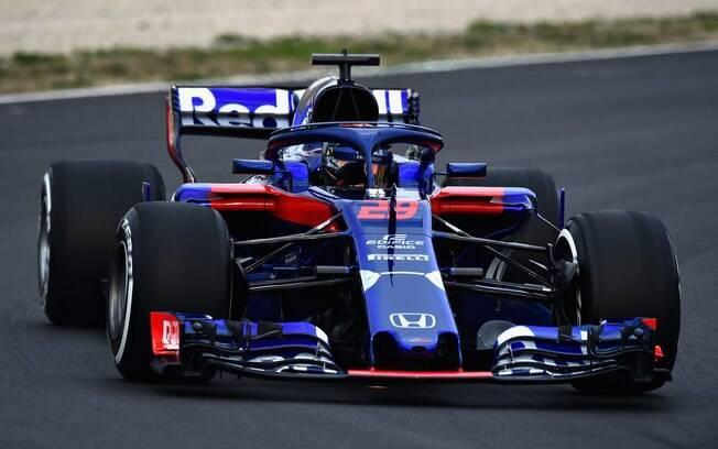 Toro Rosso apresenta novo carro da Fórmula 1 e já o coloca na pista