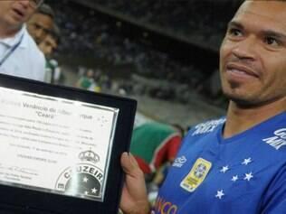 Ceará marcou um gol pelo Cruzeiro, uma pintura de falta contra o Santos