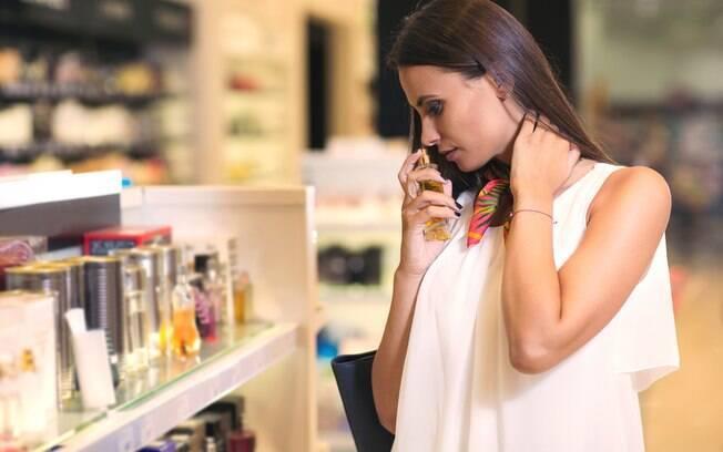 Nem sempre é possível investir muito em datas como aniversário ou Dia dos Namorados e, por isso, perfumes baratos e bons podem ser solução
