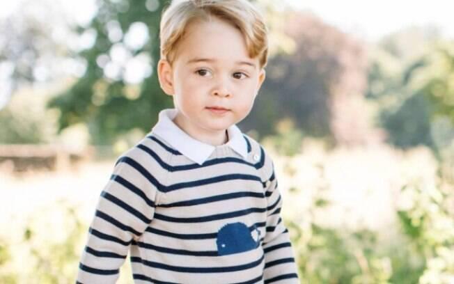 Príncipe George é o filho mais velho do duque e a duquesa de Cambridge, o príncipe William e a esposa, Kate Middleton