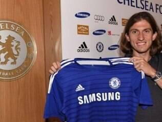 Filipe Luís é o novo lateral-esquerdo do Chelsea e vai usar a camisa 5