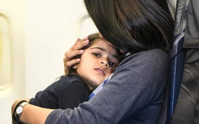 Mãe já havia interrompido o choro de bebê, mas atitude de um funcionário fez a criança se assustar novamente