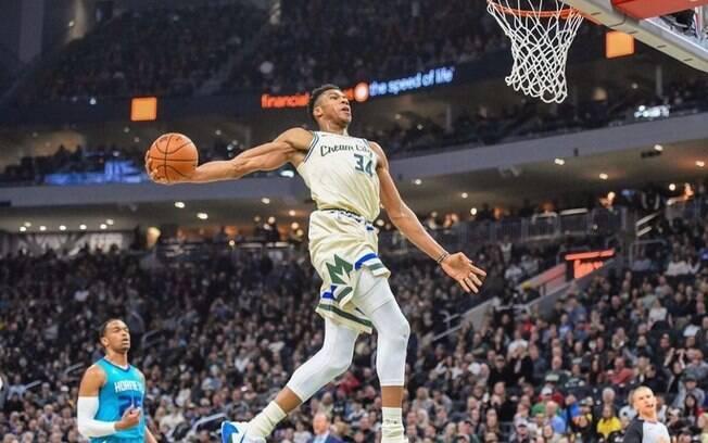 Antetokounmpo teve trajetória difícil até chegar na NBA