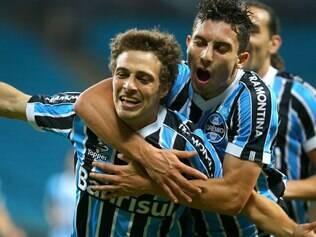 Maxi salvou o Grêmio do tropeço em casa e aproximou o time da Libertadores
