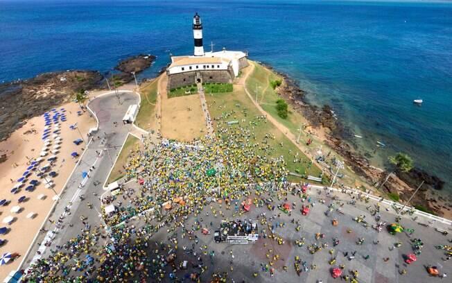 Movimentação do protesto contra o governo Dilma Rousseff (PT) em Salvador, neste domingo
