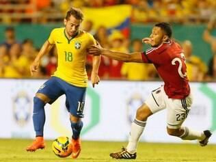 Contra o Equador, Éverton Ribeiro deve ser novamente utilizado na etapa final