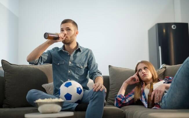 Para psicólogo, mulheres precisam reagir a determinadas atitudes  de seus parceiros que mostram o machismo no futebol