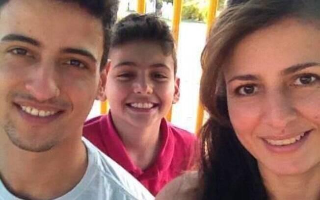Luciana Vieira ao lado do filho Fernando Vieira Campello em foto publicada por ela no Facebook