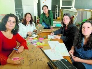 Residentes criam apresentações que são divididas com o grupo