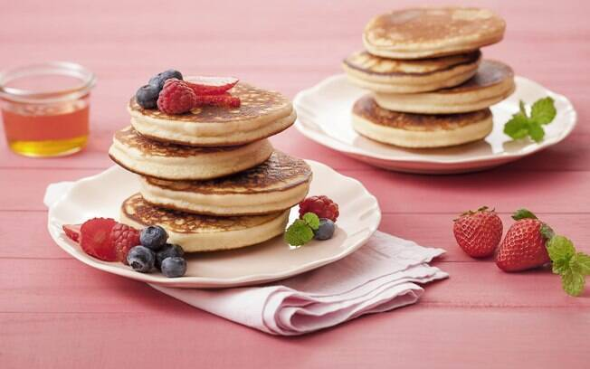 A panqueca de leite condensado é perfeita para o café da manhã ou da tarde