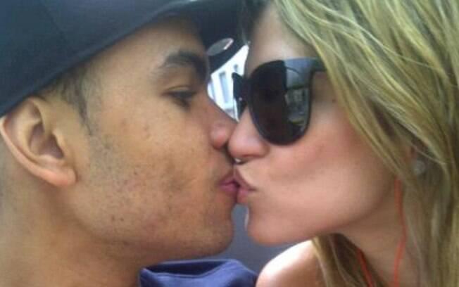 Dentinho e Dani Souza: smack!