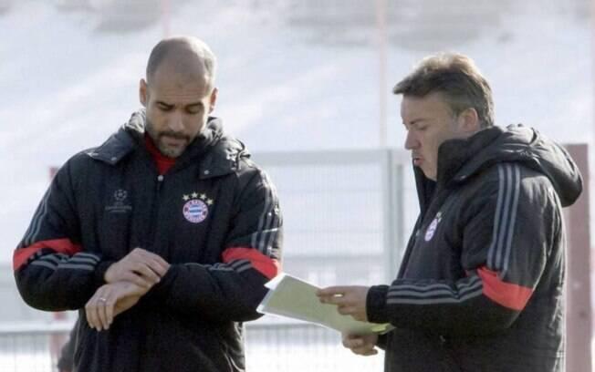 Guardiola e Domènec Torrent no período em que comandaram o Bayern de Munique