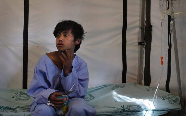 Pemba Tamang, 15, se recupera em hospital de campanha israelense para as vítimas do terremoto em Kathmandu, Nepal