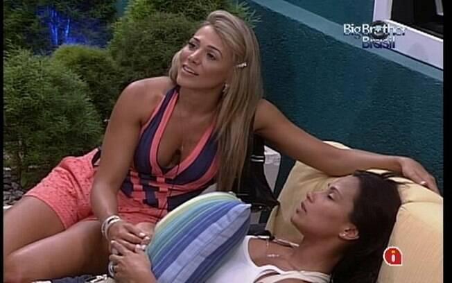 Fabiana consola a amiga chorona Kelly