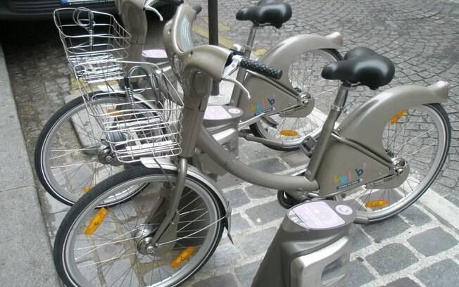 Bicicletas podem ser alugadas gratuitamente em Paris