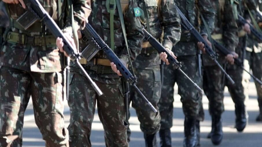 Exército aluga mobiliários e equipamentos hospitalares pelo dobro do valor que gastaria com a compra deles