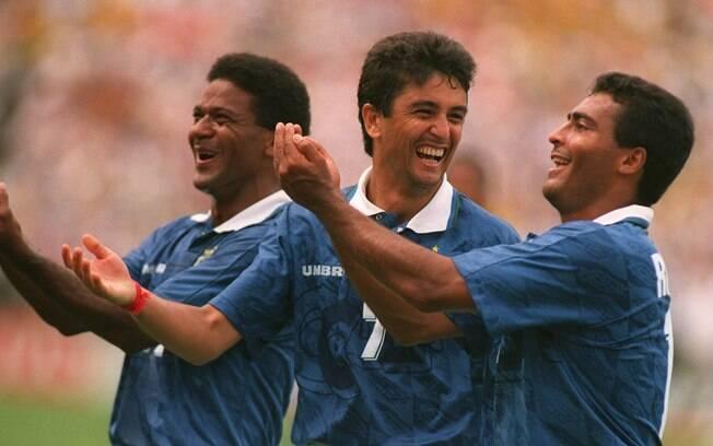 Mazinho, Bebeto e Romário comemoram gol do  Brasil na Copa do Mundo de 94