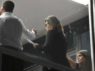 Assessora de Comunicação do STF, Débora Santos, lê lista com nomes de políticos sobre os quais o Procurador-Geral da República pediu abertura de inquérito na Lava Jato