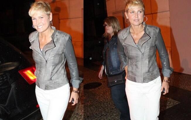 Xuxa foi ao teatro para conferir o musical