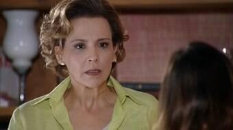 Eva tenta convencer Ana a iniciar tratamento para voltar a jogar tênis