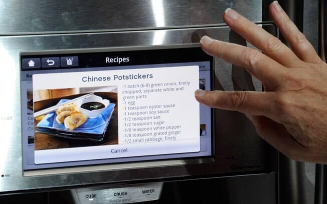 Geladeiras mostradas na CES têm painel sensível ao toque e vêm com receitas