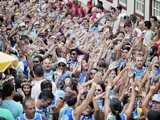 Mar de gente.  Municípios com tradição no Carnaval costumam ver sua população até dobrar durante a festa