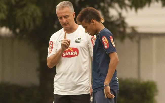 Neymar xingou Dorival Júnior durante partida  do Santos no Brasileirão de 2010 por ter sido  proibido pelo treinador de bater um pênalti