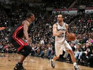 Manu Ginóbili foi o grande nome da vitória do San Antonio Spurs diante do Miami Heat