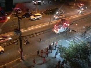 Assaltante foi baleado e era socorrido no meio da rua pelo Samu