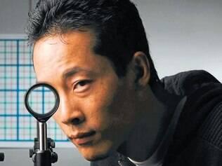 Tecnologia. O estudante Joseph Choi demonstra o potencial do equipamento criado na pesquisa da Universidade de Rochester