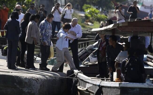 Parentes visitam australianos que estão no corredor da morte por tráfico de drogas na Indonésia
