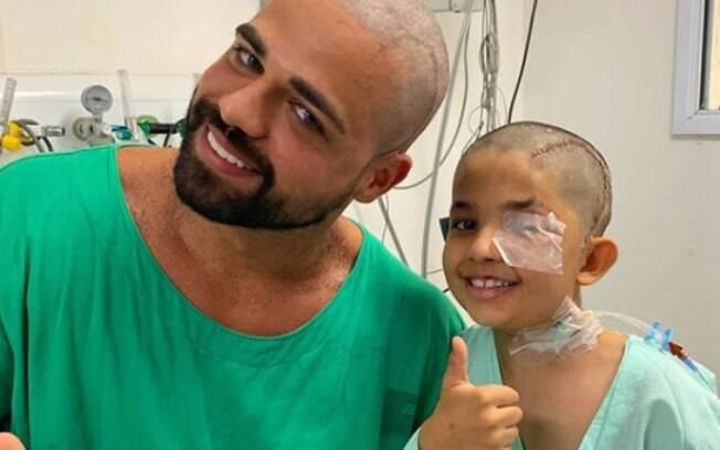 Médico teve cabelo raspado por paciente de 8 anos que retirou tumor cerebral em hospital de São Paulo