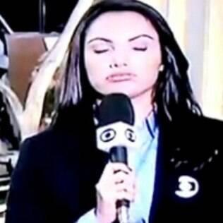 Sem perceber que já estava ao vivo, Patricia Poeta respirou fundo demonstrando aparentemente desânimo e tensão no 'Jornal Nacional' dessa segunda (2)