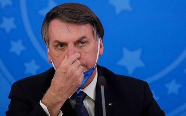 Bolsonaro tirou a máscara após confirmar infecção por novo coronavírus