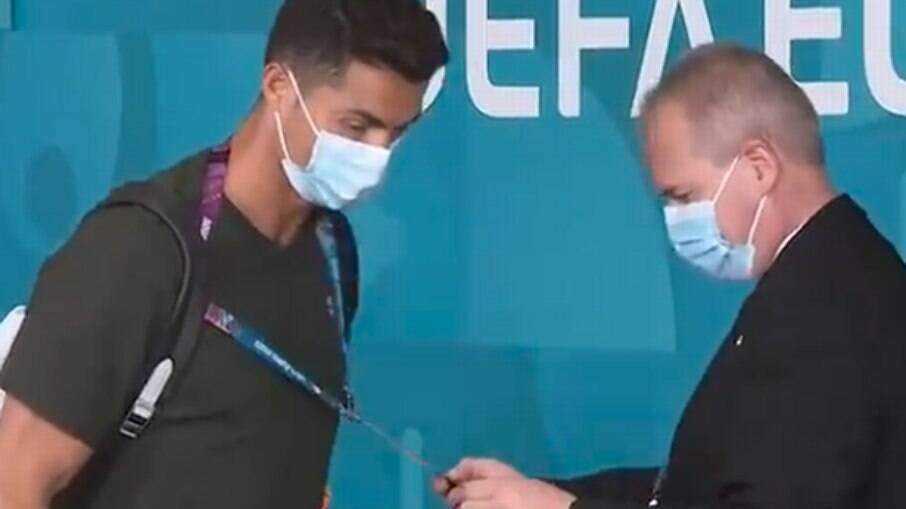 Cristiano Ronaldo é 'barrado' por segurança